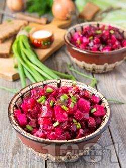 Салата с червено цвекло, картофи и кисели краставички (без масло и без мляко) - снимка на рецептата
